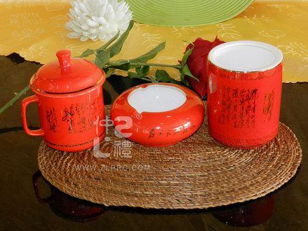 中国红笔筒、单杯、烟缸