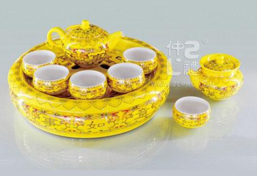 """黄釉万事如意配11""""盘方柄壶小苹果杯12头茶具组"""