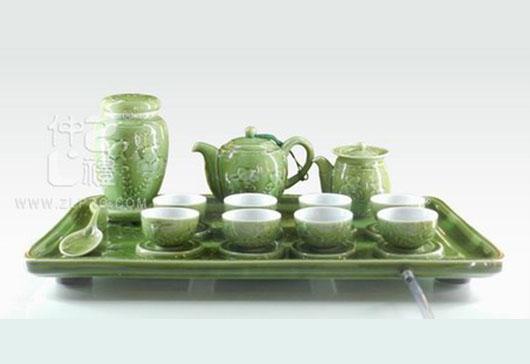 新绿釉浮雕鱼大方形盘茶罐橄榄壶闻香杯25头茶具组